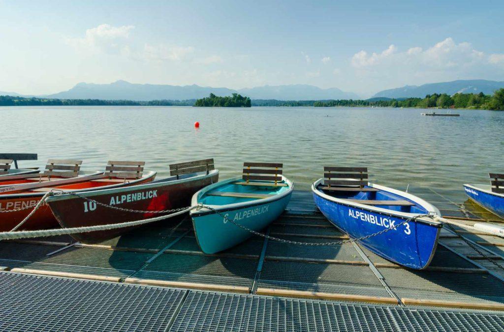 Der Name ist Programm: Boote in Uffing.