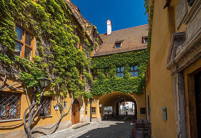 Blick in die Augsburger Fuggerei. Foto: Eckhart Matthäus